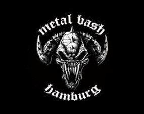 Das Bild zeigt einen gehörnten Totenkopf mit Beschriftung Metal Bash
